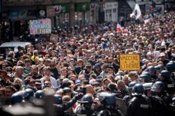 Plusieurs milliers de manifestants ont marché de Villiers à la place de la Bastille, sous étroite escorte policière, à Paris, le 31 juillet 2021.