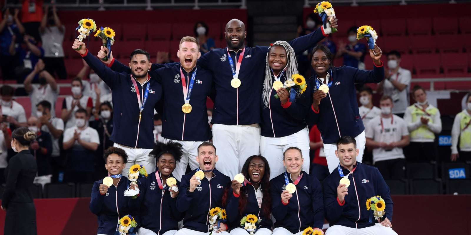 TOPSHOT - Team France poses with the gold medal during the podium ceremony for the judo mixed team of the Tokyo 2020 Olympic Games at the Nippon Budokan in Tokyo on July 31, 2021. (Photo by Franck FIFE / AFP)