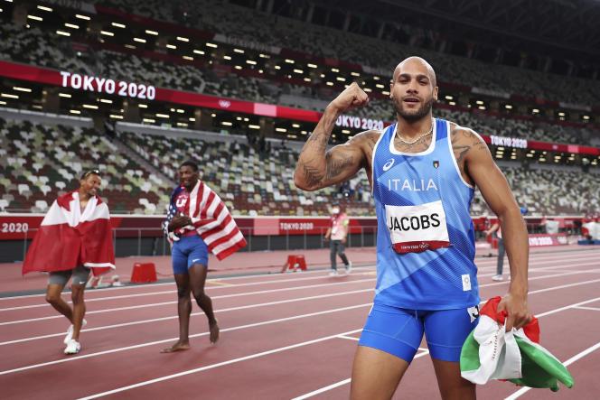 L'Italien Lamont Marcell Jacobs après sa victoire en finale du 100mètres, à Tokyo, le 1eraoût.