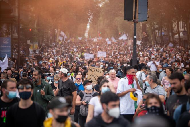 La manifestation parisienne était l'un des 180 rassemblements organisés en France pour protester contre l'instauration d'un passe sanitaire. Ici, le cortège arrive place de la Bastille, à Paris, le 31 juillet 2021.