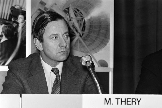 Gérard Théry lors d'une conférence internationale sur les télécommunications au Palais des Congrès, à Paris, le 16 janvier 1978.