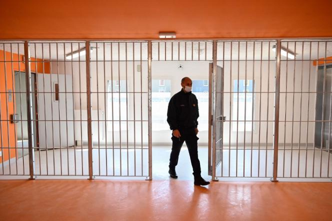 Un garde de prison de Lutterbach, dans l'est de la France, le 20 avril 2021.