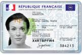 Ce nouveau document, de la taille d'une carte bancaire, remplace la précédente version de la carte nationale d'identité, qui datait de 1995.