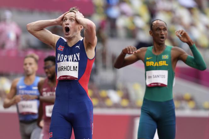 Karsten Warholm n'en croit pas ses yeux : il a battu son propre record du monde.