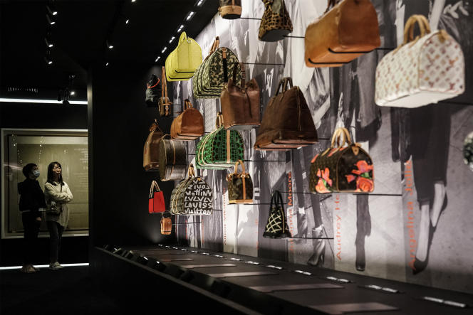 Une exposition itinérante de Louis Vuitton, « SEE LV», lors de son inauguration à Wuhan en Chine, le 30 octobre 2020.