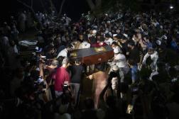 Le cercueil du photographe de Reuters, Danish Siddiqui, lors de ses funérailles à New Delhi, le 18 juillet 2021.