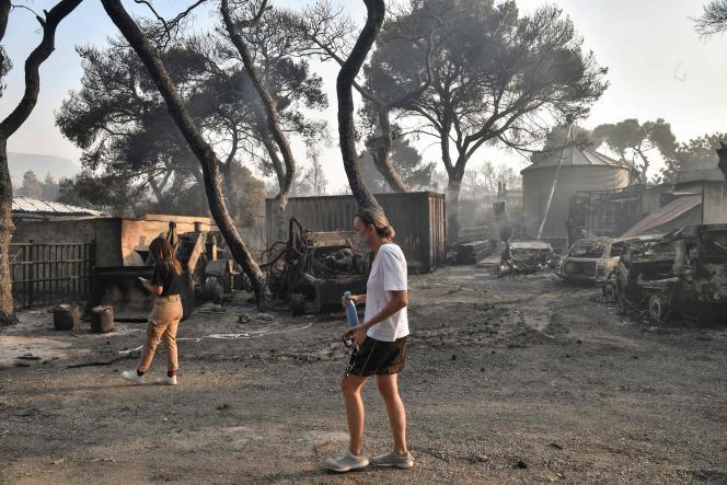Op 4 augustus werd een manege in Varympompi in brand gestoken.