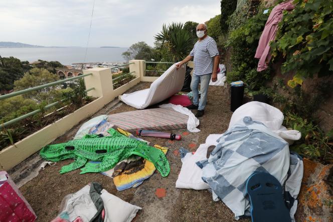 Le propriétaire d'une maison à Théoule-sur-Mer (Alpes-Maritimes) reprend possession des lieux après un squat, le 10 septembre 2020.