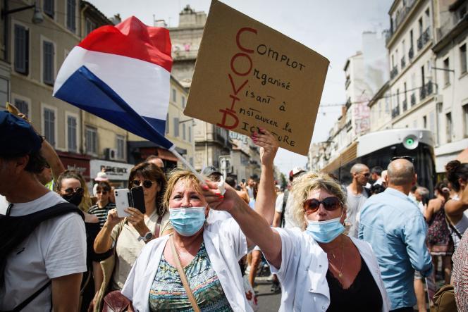 Manifestation contre la mise en place d'un passe sanitaire, à Marseille, le 24 juillet 2021.