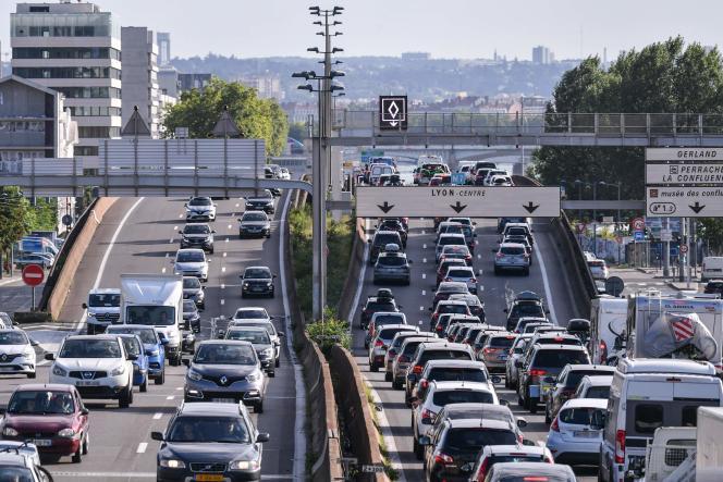 Trafic dense sur l'autoroute A7 près de Lyon, pour le grand week-end des vacances d'été en France,le 31 juillet 2021.