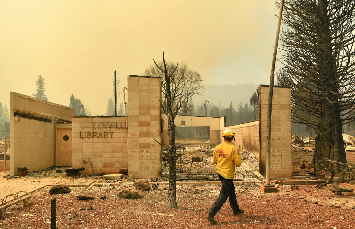 El incendio de Dixie destruyó varios edificios históricos, incluida la librería Greenville, el jueves 5 de agosto de 2021.