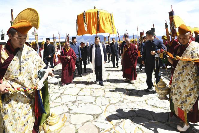 Le président chinois Xi Jinping visite le monastère de Drepung, dans la région autonome du Tibet, le 22 juillet 2021 (photo publiée par l'agence de presse chinoise Xinhua).