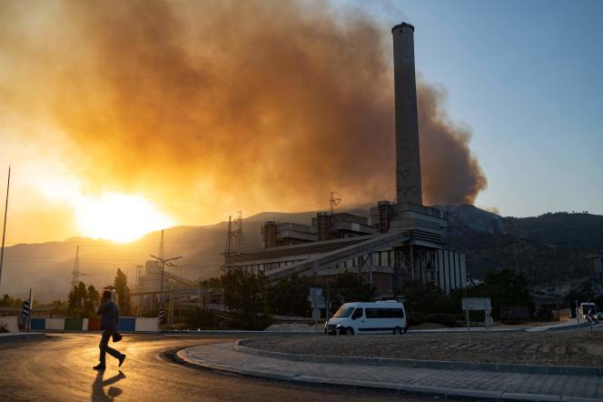 On August 4, 2021, a fire broke out near the Kemerkoi Thermal Power Station near the Aegean city of Milas.