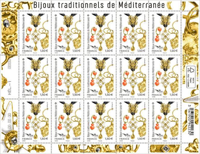 « Bijoux traditionnels de Méditerranée », timbre dessiné par Florence Gendre (Croix et bracelet : Cd13 - bijoux des collections du Museon Arlaten-musée de Provence, d'après photos © Sébastien Normand. Boucle d'oreille : d'après photo © RMN-Grand Palais (MuCEM) / image MuCEM).