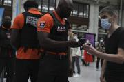 Contrôle des passes sanitaires à la gare de Lyon, à Paris, le 9 août 2021.