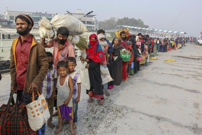Bijna 20.000 Rohingya zijn ontheemd op het eiland Bashan Char.  Bangladesh wil op termijn 100.000 Rohingya-vluchtelingen daar op zijn grondgebied onderbrengen.