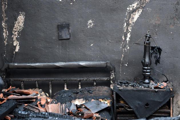 Di sebuah rumah yang terbakar, di Kastri, di pulau Evia, pada 9 Agustus 2021.