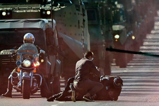 Um manifestante foi preso durante desfile militar em Brasília em 10 de agosto de 2021.