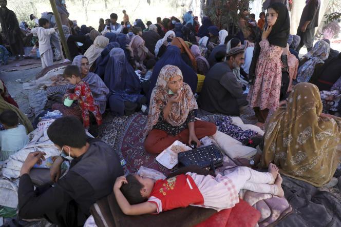 Afghanische Zivilisten, die aus dem Norden ihres Landes fliehen, versammeln sich am 10. August in einem öffentlichen Park in Kabul.  Ergebnisse Deutschlands und der Niederlande Tausende von Menschen wurden durch Kämpfe zwischen der afghanischen Armee und den Taliban in ganz Afghanistan vertrieben.