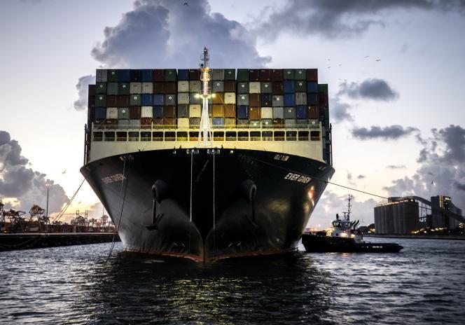 Un porte-conteneurs arrive dans le port de Rotterdam (Pays-Bas), le 29 juillet 2021.