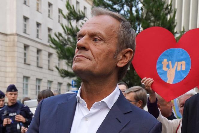 Donald Tusk, voormalig premier (Civil Tribune), tijdens een demonstratie tegen de audiovisuele wet, in Warschau, op 10 augustus 2021.