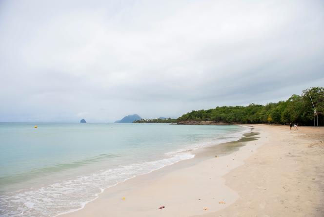 La plage, déserte, de Sainte-Luce, en Martinique, le 10 août 2021.