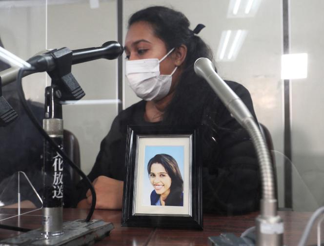 Poornima, soeur de la Sri-Lankaise Wishma Sandamali, décédée alors qu'elle était détenue par les services de l'immigration japonaise, le 12 août à Tokyo.