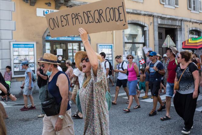 Manifestation contre l'application du passe sanitaire à Chambéry (Savoie), le 14 août 2021