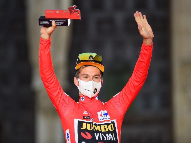 Primoz Roglic en el podio de la primera etapa de la Vuelta a España el sábado 14 de agosto en Burgos.