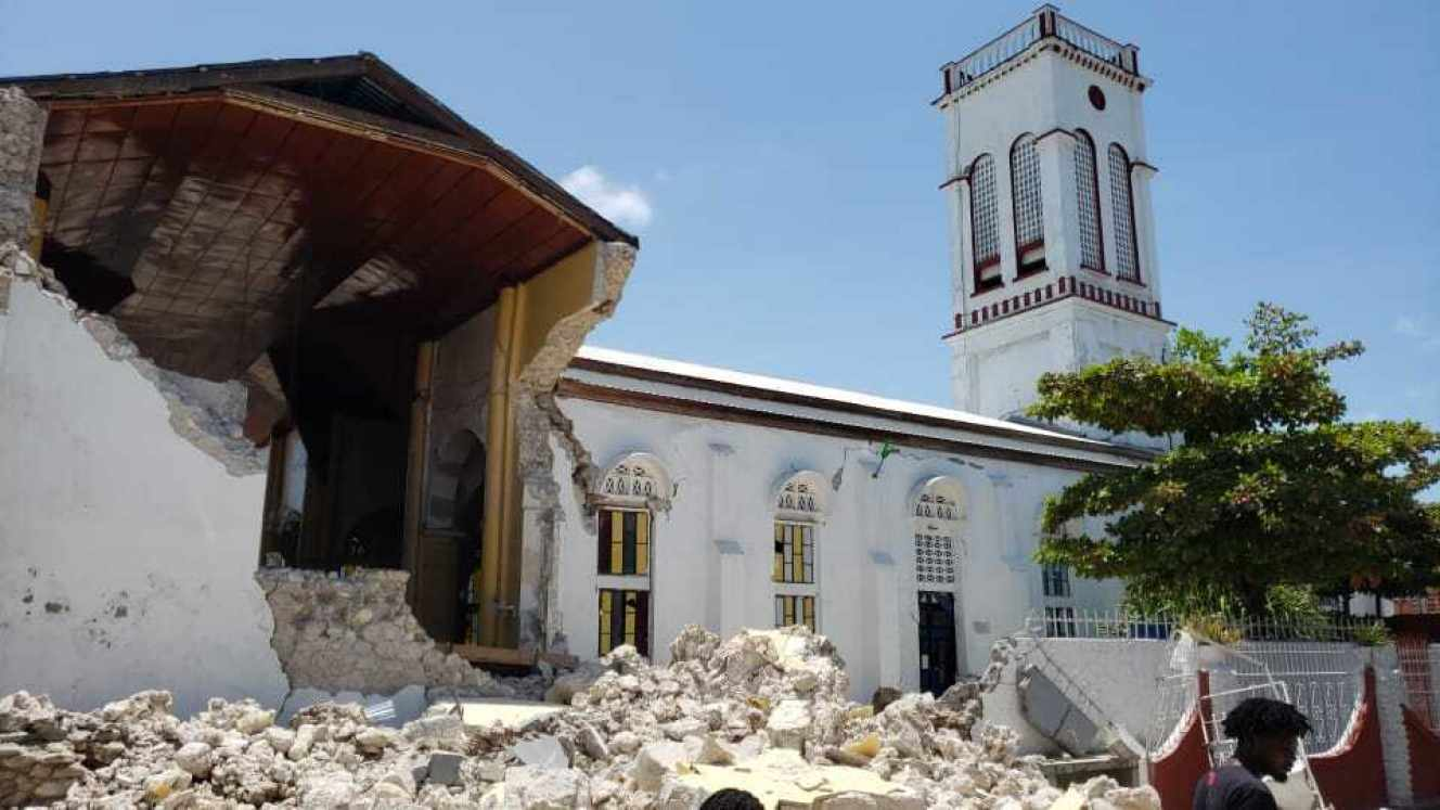 Des édifices religieux, des écoles et des habitations ont été endommagés lors du tremblement de terre, survenu samedi 14 août.