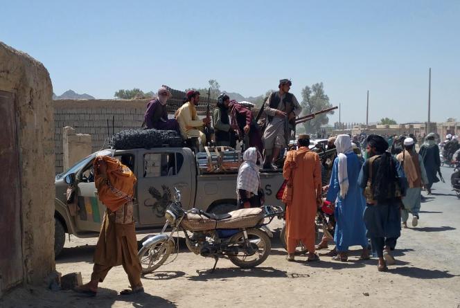 Des talibans en patrouille à Farah, dans le sud-ouest de l'Afghanistan, le 11 août 2021.