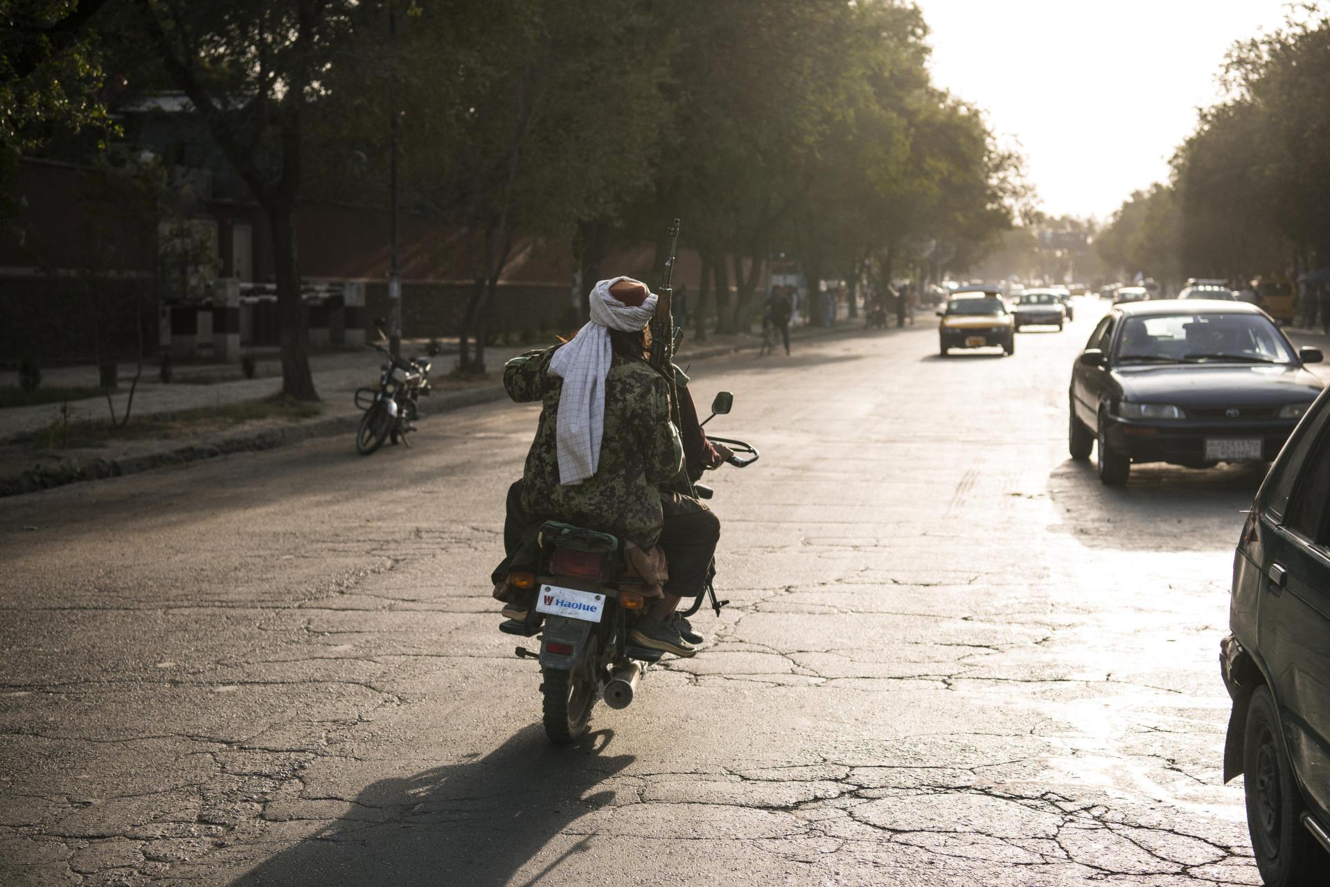 Des combattants talibans circulent à Kaboul, le 15août2021.