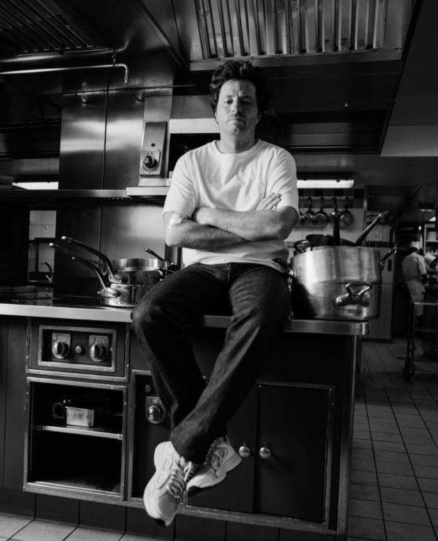 Jean Imbert, dans les cuisines du Plaza Athénée, à Paris, le 23 juillet 2021.