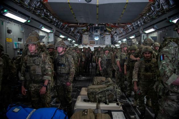 Des militaires britanniques arrivent à Kaboul afin de sécuriser l'évacuation des ressortissants du Royaume-Uni, le 15août2021.