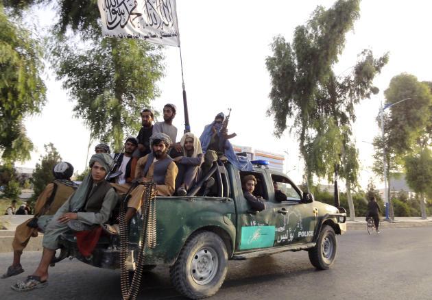 Des talibans patrouillent à Kandahar, le 15août2021.