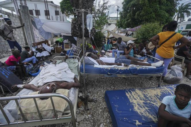 Le séisme qui a touché Haïti samedi a causé la mort de 1419personnes et fait plus de 6900blessés.