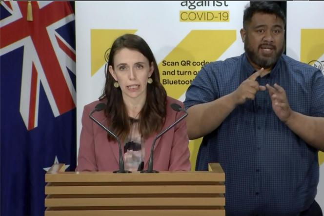 La première ministre néo-zélandaise, Jacinda Ardern, a annoncé le reconfinement du pays lors d'une conférence de presse à Wellington, mardi 17août2021.