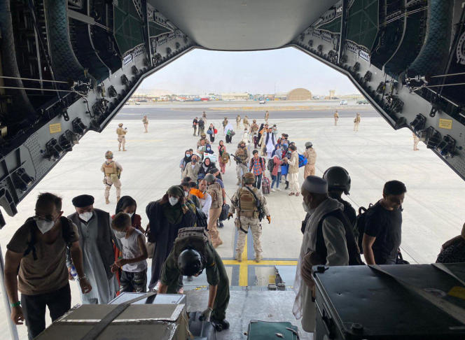 The evacuation of Spanish nationals and local staff recruited by Madrid continued at Kabul airport on Wednesday, August 18th.