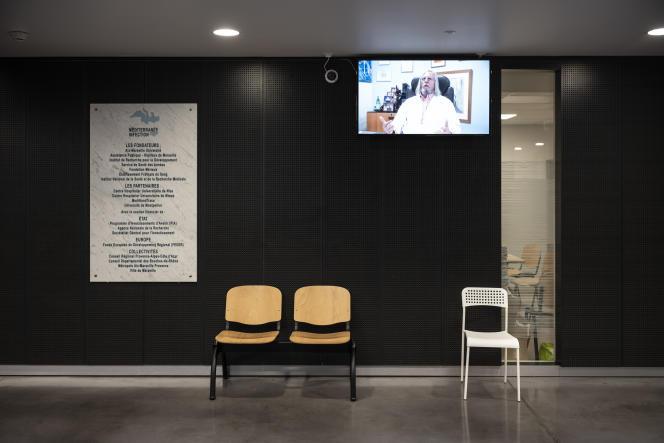 Dans le hall d'entrée de l'Institut hospitalo-universitaire Méditerranée Infection, à Marseille, le 24 novembre 2020.