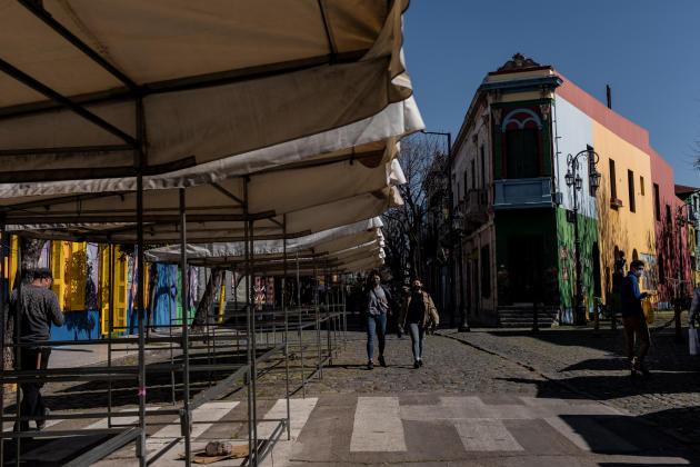 """Vue de la rue la plus touristique de La Boca, """" Caminito"""", déserte, à Buenos Aires en Argentine le 12 août 2021."""