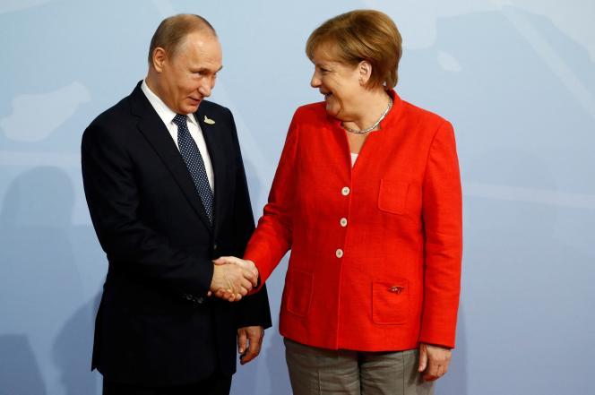 Em 7 de julho de 2017, a chanceler alemã, Angela Merkel, deu as boas-vindas ao presidente russo, Vladimir Putin, à cúpula do G20 em Hamburgo, no norte da Alemanha.