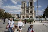 Devant la cathédrale Notre-Dame de Paris, le 20 août 2021.