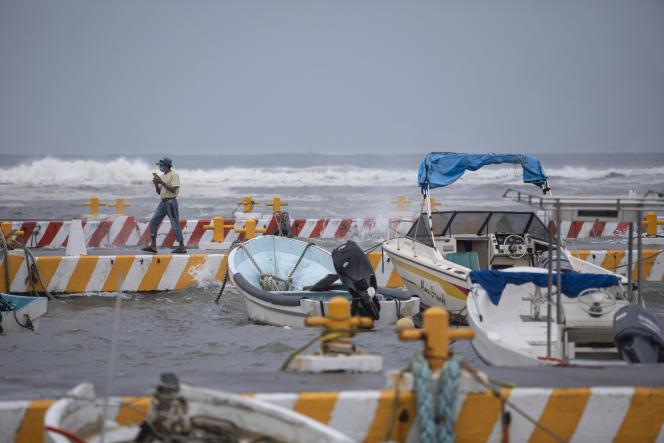 Barreras de protección instaladas en el estado de Veracruz, México, viernes 20 de agosto de 2021.