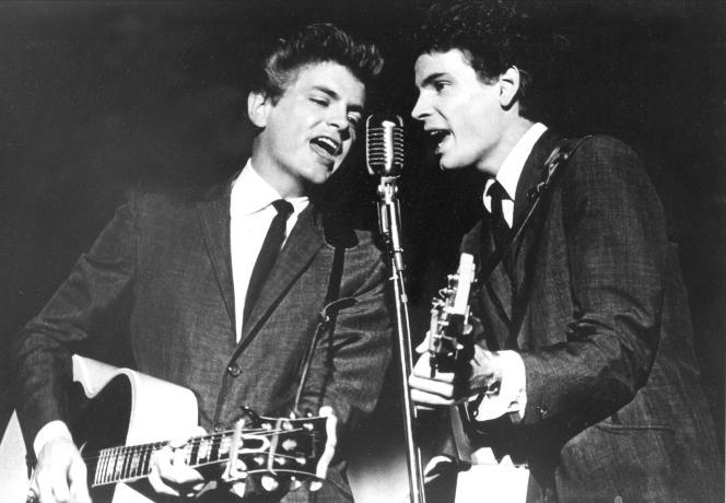 Don Everly (à droite) avec son frère Phil, juillet 1964.