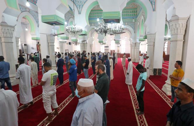 Le 11 août 2021, à Zliten, prière à la zaouïa Al-Asmariya pour ces musulmans soufis qui peuvent à nouveau pratiquer leur islam en toute tranquilité.