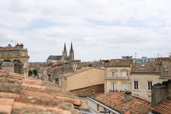 Vue sur l'église des Chartrons, depuis la maison d'hôtes Casa Blanca, à Bordeaux, le 17 août 2021.