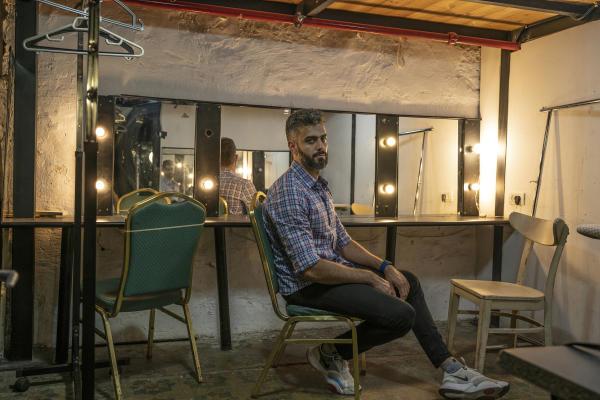 محمود أبو عريشة ، في مسرح يافا حيث يعمل ، 19 آب 2021.