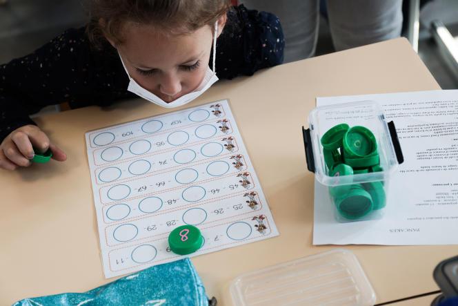 Vacances apprenantes dans une classe de CP-CE1, à l'école du Docteur-Roux, à Reims (Marne), le 24 août 2021.