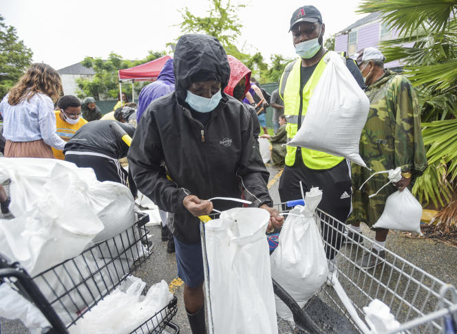 Residents collect sandbags in New Orleans as Hurricane Ida approaches on August 27th.