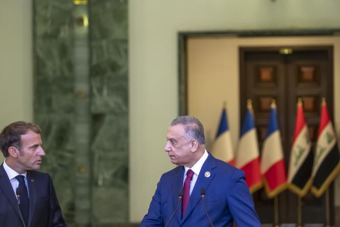 Emmanuel Macron, dengan Perdana Menteri Irak Moustafa al-Kazimi, di Baghdad, Irak, 28 Agustus 2021.n